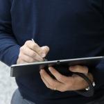 Utiliser la tablette à une main